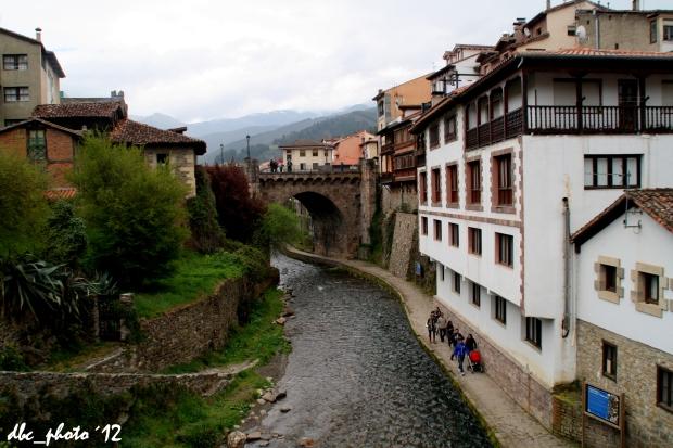 Otro puente y otra perspectiva del río